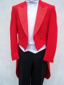 rød kjolefrakke
